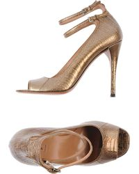 Alaïa Gold Pump - Lyst