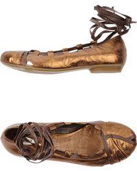 Vic Matie' Ballet Flats gold - Lyst