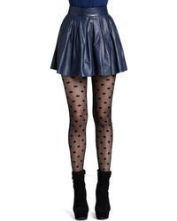 Alice + Olivia Short Pleated Leather Skirt - Lyst