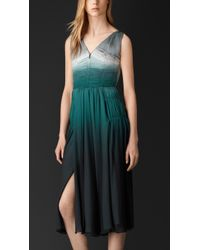 Burberry Silk Deep V-Neck Dress green - Lyst