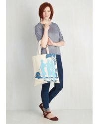 Out Of Print - Bookshelf Bandit Tote In Nancy - Lyst