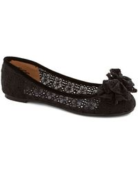 In Touch Footwear Charming Melody Flat in Black - Lyst