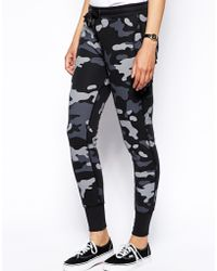 Zoe Karssen Loose Fit Low Waist Sweat Pants in Camo Print - Lyst