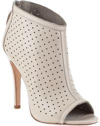 Alice + Olivia Gerri Bootie Nude Leather - Lyst