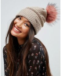 Alice Hannah - Knitted Beanie With Faux Fur Pom Pom - Lyst