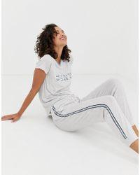 DKNY - Pijama con joggers y camiseta con logo y detalle de raya en gris marga de - Lyst
