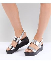446cd69c032 ASOS Fennel Wide Fit Chunky Flat Sandals in Metallic - Lyst