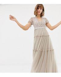 f0be1ff9fbb9c4 In saldo Needle & Thread - Vestito lungo in tulle rosa ricamato con maniche  ad aletta - Lyst