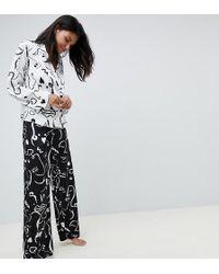 ASOS - Pigiama pantaloni e camicia doppiopetto con stampa di volto monocromatica - Lyst
