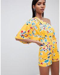 Lavish Alice - Tuta corta stile kimono monospalla giallo a fiori - Lyst