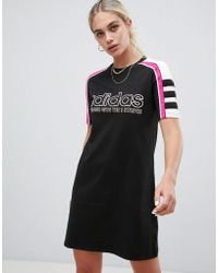 Lyst adidas originali helsinki skater vestito con gonna in neoprene