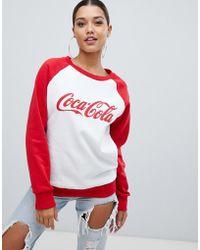 PrettyLittleThing - Coca Cola Slogan Sweat In White - Lyst