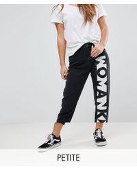 Noisy May Petite - Mom Jeans With Slogan - Lyst
