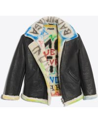 Balenciaga - Giubbotto in shearling con graffiti - Lyst