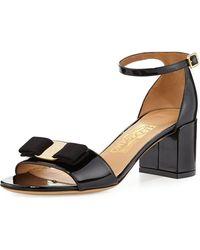 Ferragamo - Gavina Bow Patent City Sandals Nero - Lyst