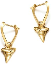 ICONERY - X Andrea Linett 14k Yellow Gold Small Triangle Hoop Earrings With Shark Tooth Charms - Lyst