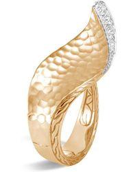 John Hardy - 18k Yellow Gold Classic Chain Hammered Pavé Diamond Wave Ring - Lyst
