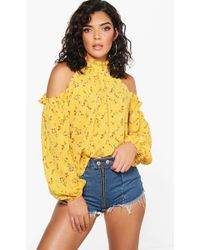 aa7a01c2453c6 Boohoo Grace Dark Floral Woven Cold Shoulder Top in Black - Lyst
