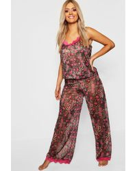 9a64872301ff Boohoo Gemma Collins Short Lace Trim Robe in Pink - Lyst