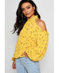 c777bbcd959211 Boohoo - Grace Micro Ruffle Cold Shoulder Floral Top - Lyst