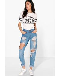 Boohoo - High Wst Light Wash Distress Mom Jeans - Lyst
