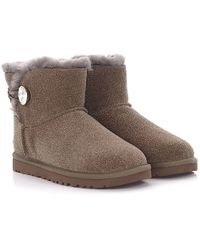 UGG - Ankle Boots Mini Bailey Button Bling Calfskin Suede Finished Gem Strass Taupe - Lyst