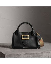 Burberry - The Small Buckle Tote In Grainy Leather Black - Lyst