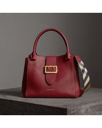 Burberry - The Medium Buckle Tote In Grainy Leather Parade Red - Lyst
