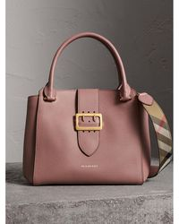 Burberry - The Medium Buckle Tote In Grainy Leather Dusty Pink - Lyst