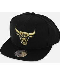 cac676291 Mitchell   Ness - Nba Chicago Bulls Gold Metallic Snapback Hat - Lyst