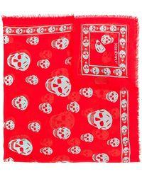 891a7ca8d773 Lyst - Skull scarf Alexander McQueen en coloris Rouge ...