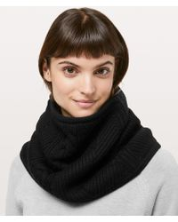 lululemon athletica - Show Me The Sherpa Snood - Lyst