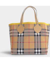 Burberry - Grand Cabas The Giant Bicolore en Coton Vintage Check et Jaune - Lyst