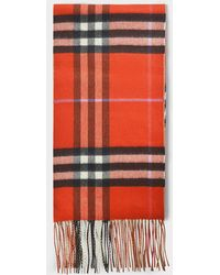85956e9c209 Burberry - Echarpe Réversible Giant Check to Check en Cachemire Orange Vif  et Rouge - Lyst