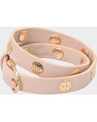 Tory Burch - Double Wrap Logo Stud Bracelet In Black Shiny Gold Leather And Zinc - Lyst