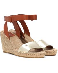 56c6c79e9d0 Lyst - Tory Burch Leather Lucian Chain Embellished Cork Wedge ...
