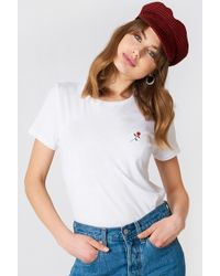 NA-KD - Small Chest Rose Embroidery Tee White - Lyst