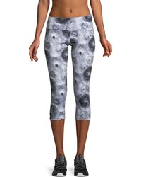 Onzie - Printed Capri-length Performance Leggings - Lyst
