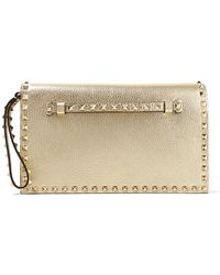 Valentino - Garavani The Rockstud Metallic Textured-leather Clutch - Lyst