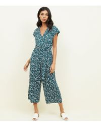 9d4510c0b22 New Look - Green Ditsy Floral Print Wrap Jumpsuit - Lyst