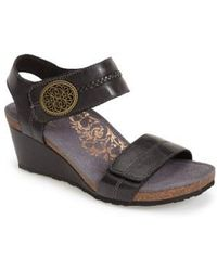 Aetrex - 'arielle' Leather Wedge Sandal - Lyst