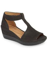 Clarks - Clarks Wynnmere Avah T-strap Wedge Sandal - Lyst