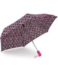 Betsey Johnson - Smooches Patterned Auto Open & Close Umbrella - Lyst