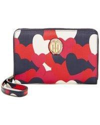 Tommy Hilfiger | Signature Heart Print Wristlet Wallet | Lyst