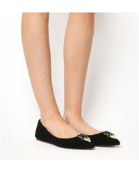 a7cf155c37a3 Ted Baker Pointed Bow Front Jelly Pumps in Black - Lyst