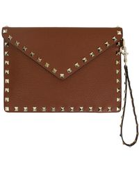 7ca3cd0d8e8b37 Valentino - Small Rockstud Envelope Pouch Grained Leather Tan - Lyst
