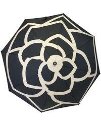 Chanel - Parapluie Dans Son Sac Avec Chaînette - Lyst