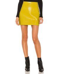 Tibi Minirock aus Lackleder mit Kroko-Prägung - Gelb