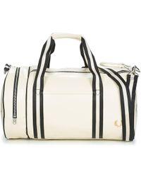 9752a2060e Fred Perry - CLASSIC BARREL BAG hommes Sac de sport en blanc - Lyst