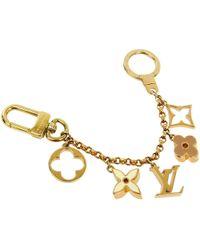 ba4b1c968a07 Louis Vuitton - Fleur De Monogram Gold Tone Chain Bag Charm And Key Holder  - Lyst